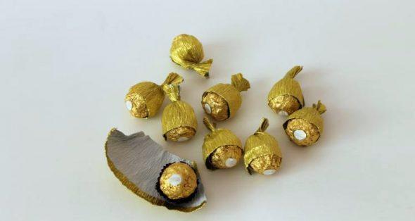 Обмотать конфеты