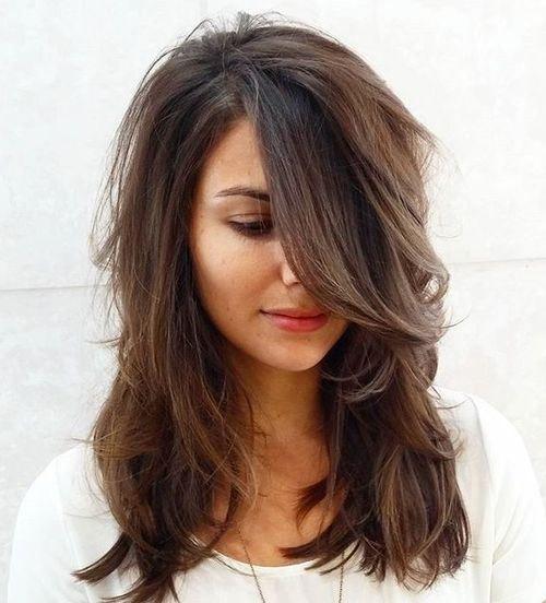 многослойная причёска на средние волосы