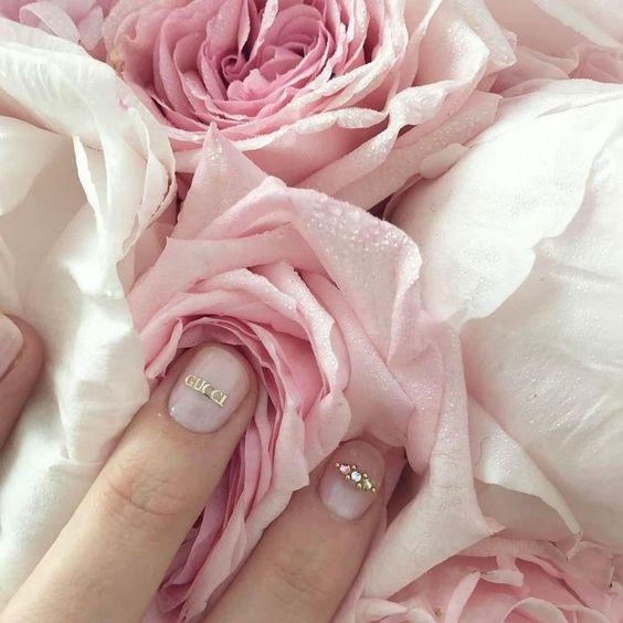 Gucci logo nails