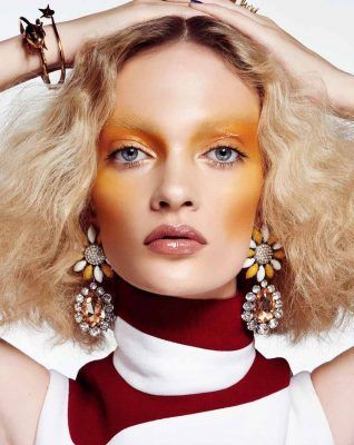 желтые румяна в макияже, yellow blush
