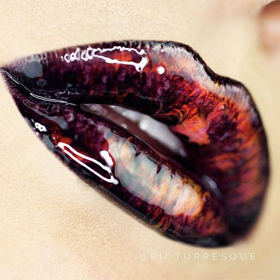 мраморные губы-новый тренд