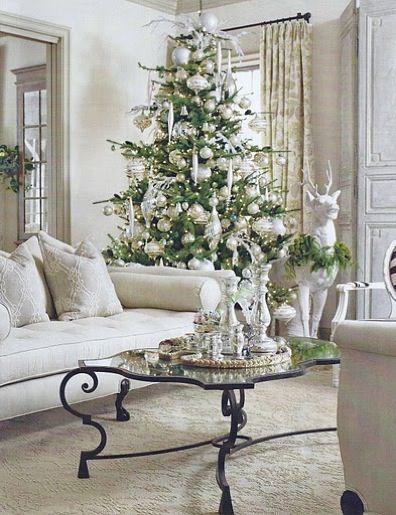 1.Новогодний декор в белом цвете.