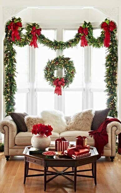 новогодний декор в красных цветах