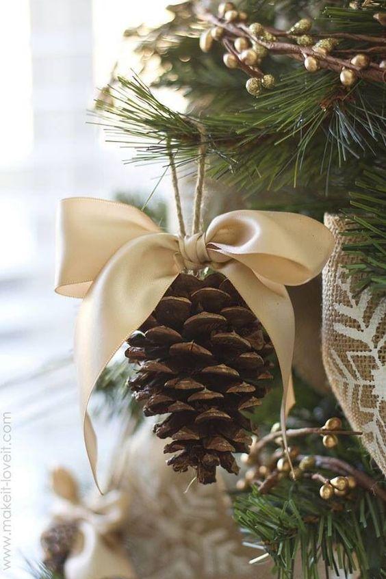 украшение на елку из шишек своими руками