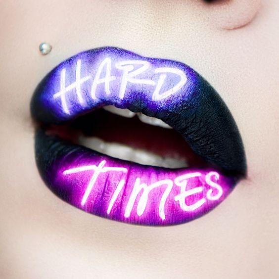 блестящие неоновые губы