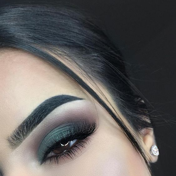 green eyeshadow makeup