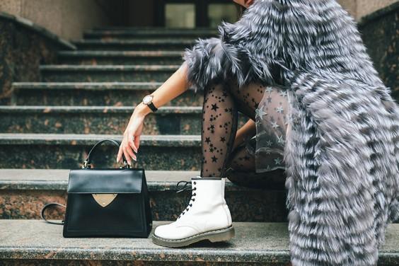 белые грубые ботинки с платьем