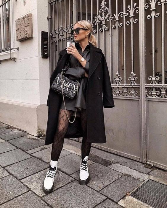 белые грубые ботинки с черным платьем