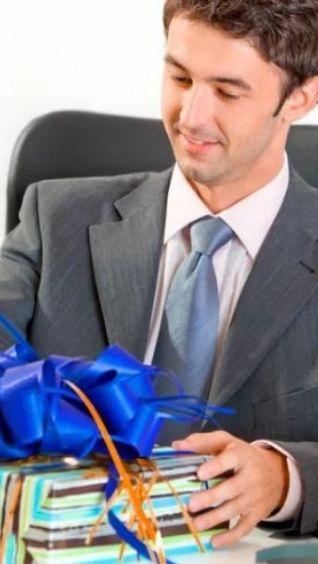 Что подарить мужчинам коллегам на 23 февраля