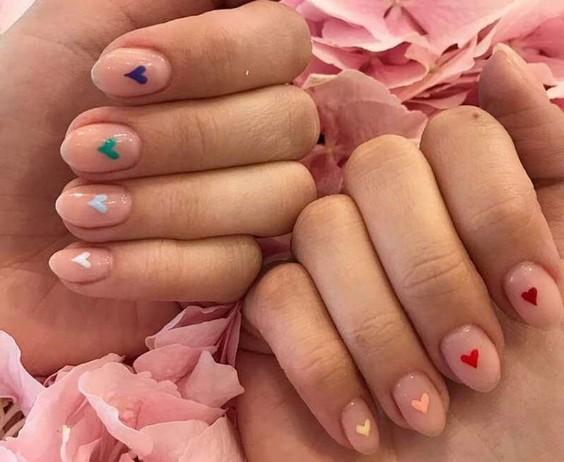 ногти с сердечками