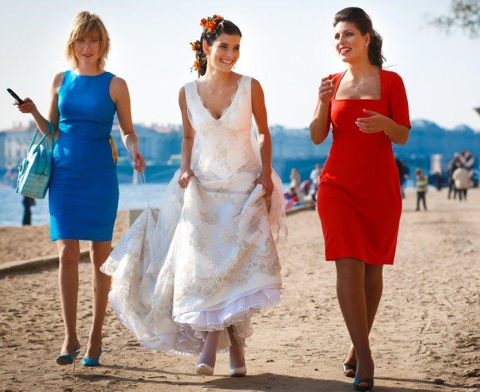 вечерние платья на свадьбу для девушек